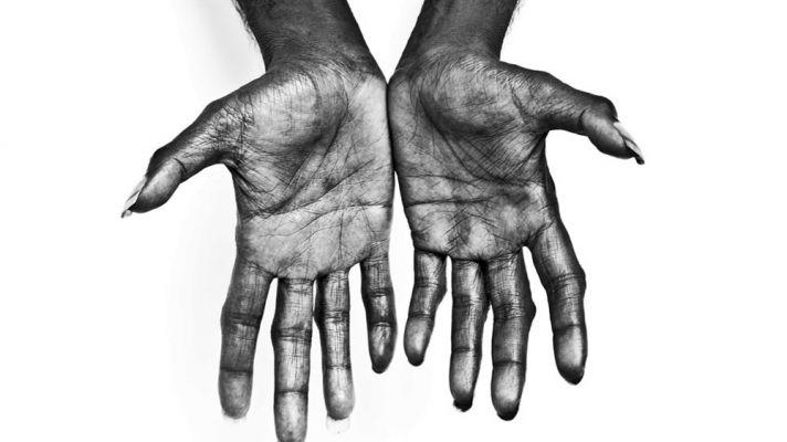 gurrumul_hands_still_from_film_h_0418.fc4e6a7dfbb0d46254f0aa1722ade97c.jpg