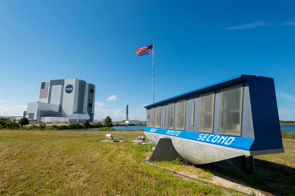 The famous countdown clock with the VAB in the distance.