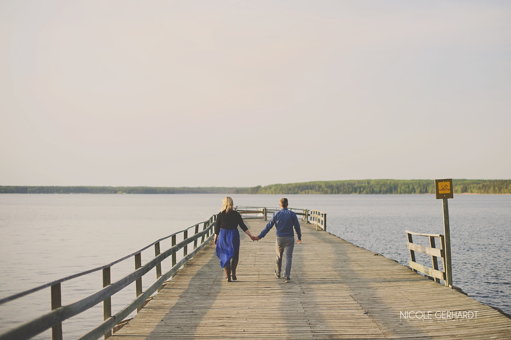 engagement_waskesiu_regina_travel_photographer_6.jpg