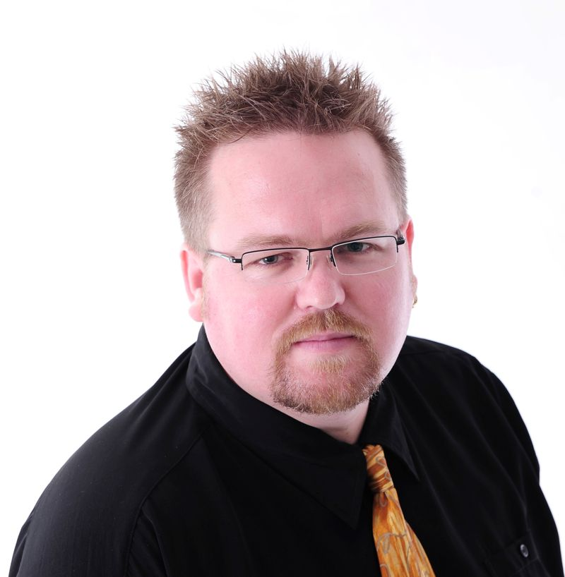 Steve Molk is a passionate media commentator. He communicates weekly with thousands of people through his regular radio segments,Website,Twitter, and podcastsMolksTVTalkandThe Thing Committee