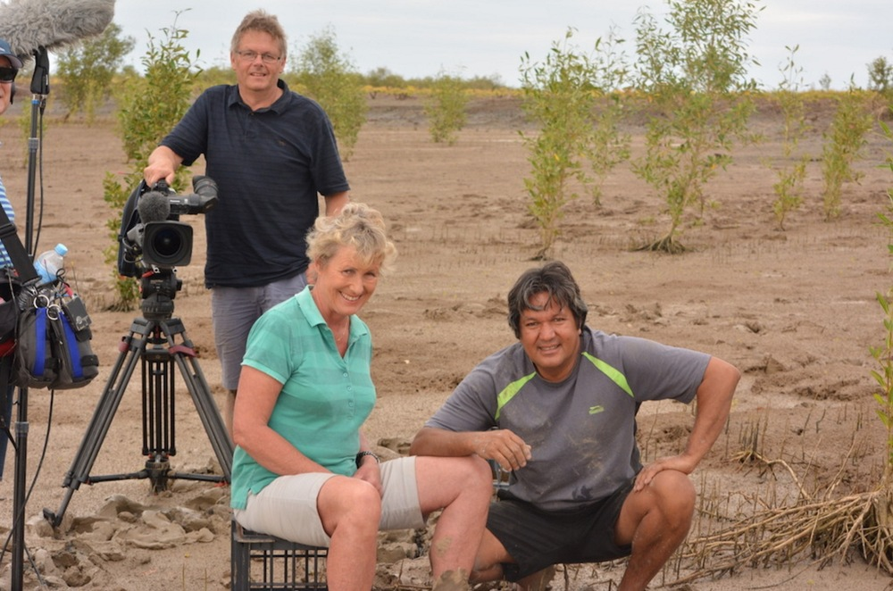 Heather Ewart (centre) will put the focus back on regional Australia with Back Roads. image - supplied/ABCTV