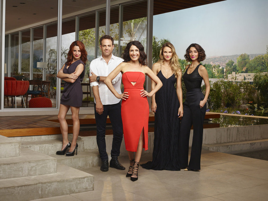 Cast of Girlfriends' Guide to Divorce Image - Presto