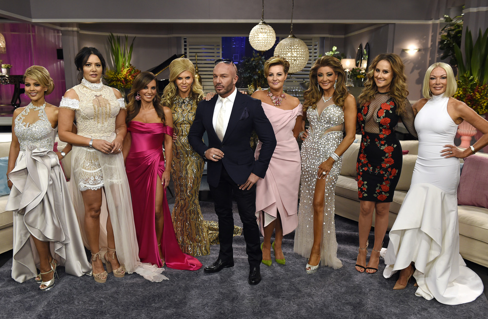 The Real Housewives of Melbourne with S03 Reunion host Alex Perry (Image - Foxtel)