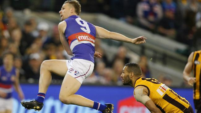Jake Stringer leads the Bulldogs to victory against Hawthorn image copyright - News Corp Picture: Michael Klein
