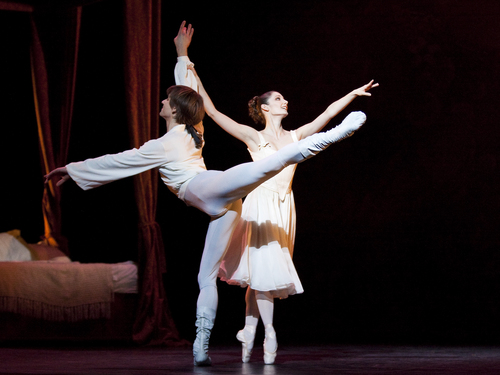 Julie Gardette and Friedemann Vogel in Manon ©Photo Stanislav Belvaevsky