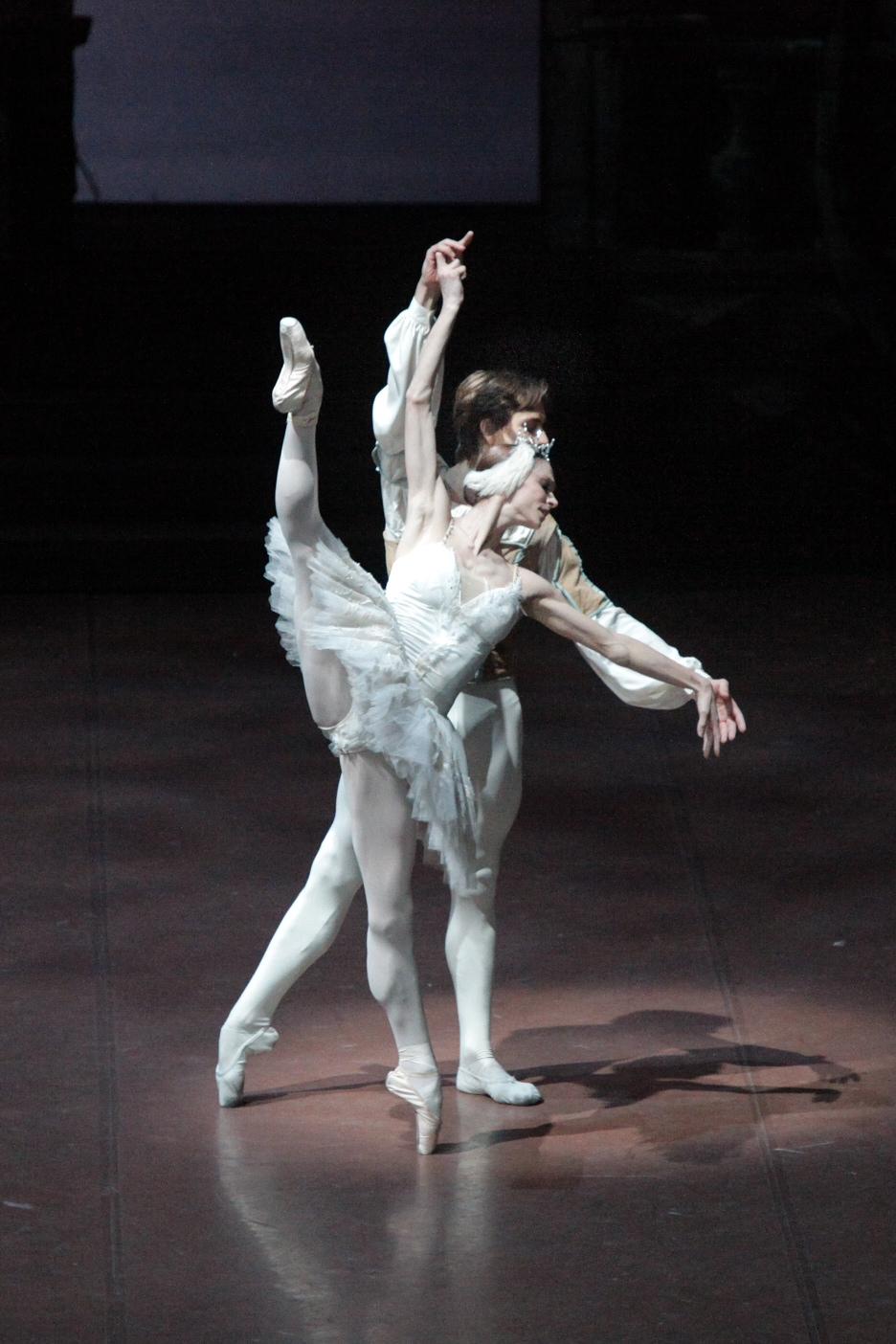 Polina Semionova with Friedemann Vogel in Swanlake ©Stuttgart Ballet