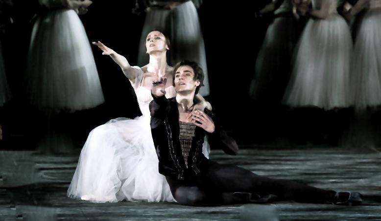 Svetlana Zakharova and Friedemann Vogel in GISELLE ©Photo Silvia Lelli