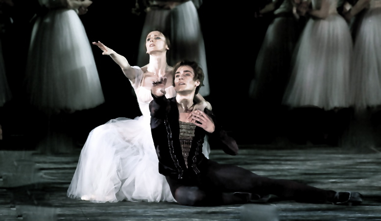 Svetlana Zakharova and Friedemann Vogel in GISELLE ©Photo Silvia Lelli