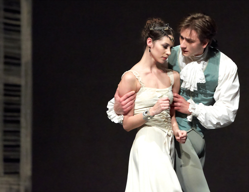 Maria Yakovleva  and Friedemann Vogel in Manon
