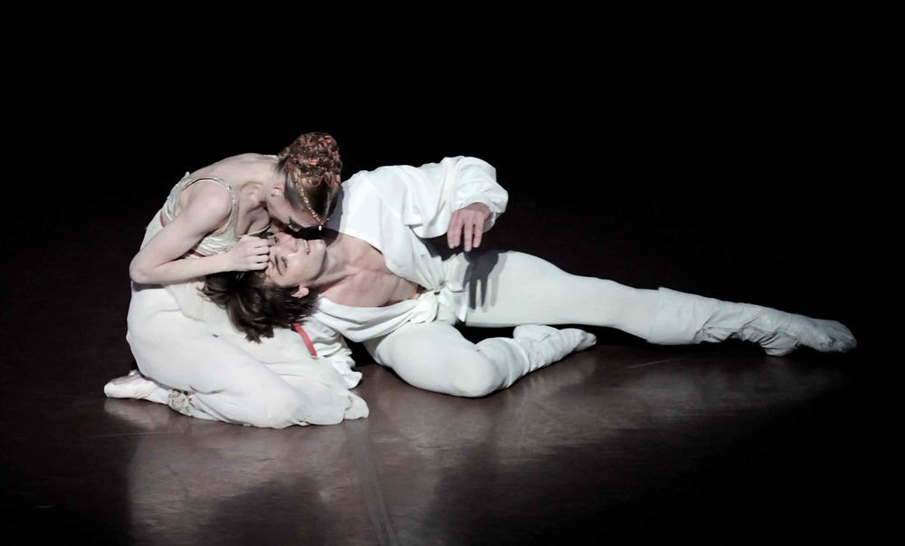 Alicia Amatrian and Friedemann Vogel in Romeo and Juliet Photo ©Stuttgart Ballet