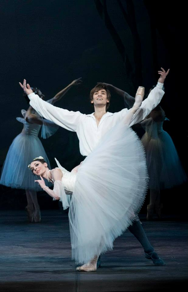 Anaïs Chalendard and Friedemann Vogel in La Sylphide Photo ©Lelli e Masotti