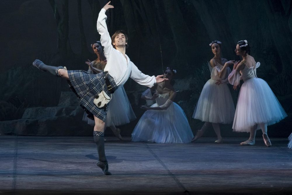 Friedemann Vogel as James in La Sylphide Photo ©Lelli e Masotti