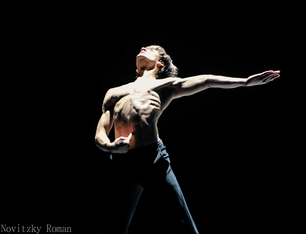 "Friedemann Vogel dancing ""MOPEY""  Photo ©Roman Novitzky"
