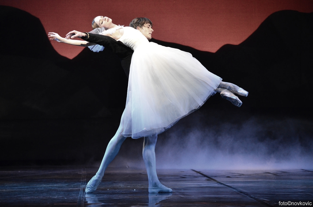 Ekaterina Borchenko and Friedemann Vogel in Giselle (c) Novkovic