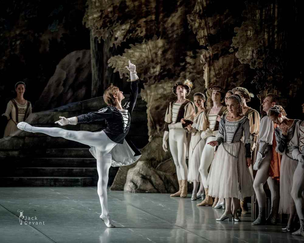 Friedemann Vogel in Swan Lake with the Mikhailovsky Theatre (c) Jack Devant