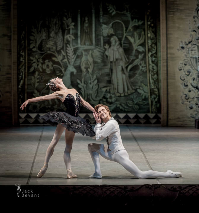 Polina Semionova and Friedemann Vogel in Swan Lake  (c) Jack Devant