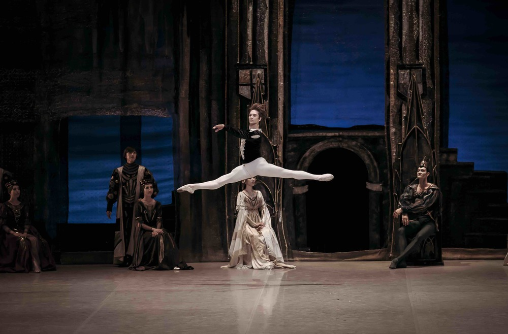 Friedemann Vogel as Prince Siegfried  Photo (c) Korean National Ballet