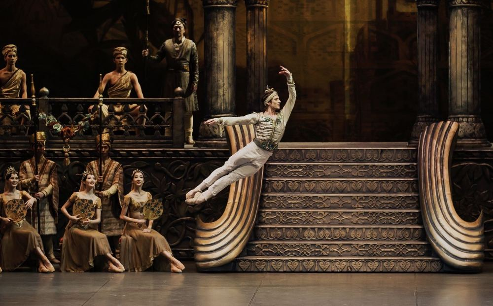 "Friedemann Vogel in ""La Bayadère"" Photo (c) Photographer BAKI"