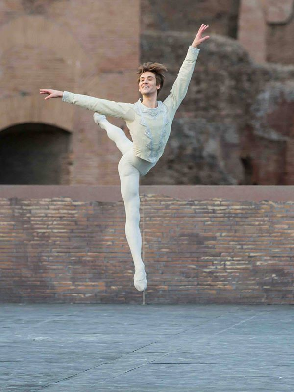 Friedemann Vogel in Swan Lake at Caracalla © Yasuko Kageyama