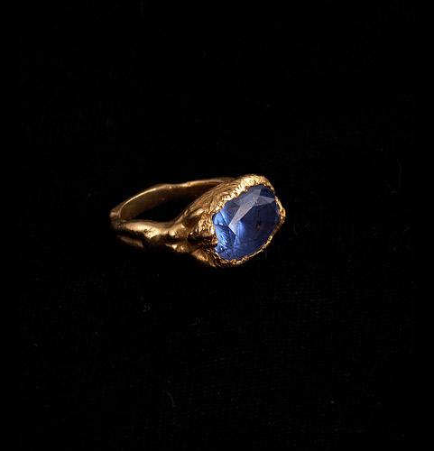 18k-Gold-Blue-Sapphire-Lady-RIng.jpg
