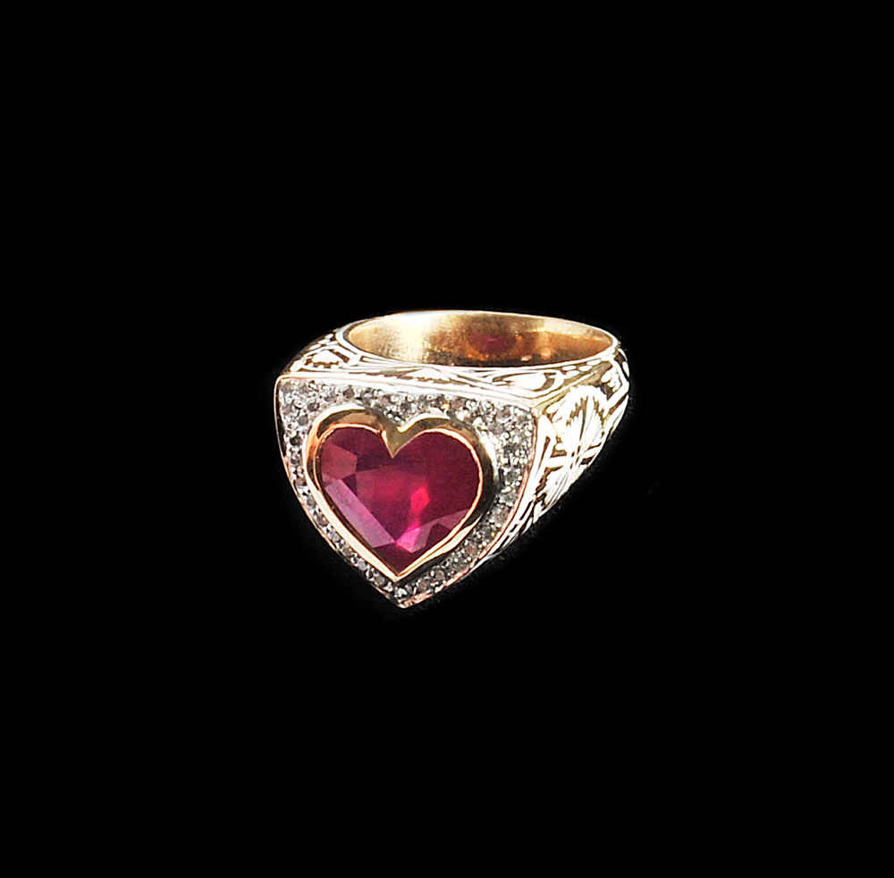 18k gold enamel ring with Ruby heart and diamonds