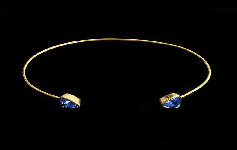 18k-Gold-Bangle-with-Tanzanite.jpg