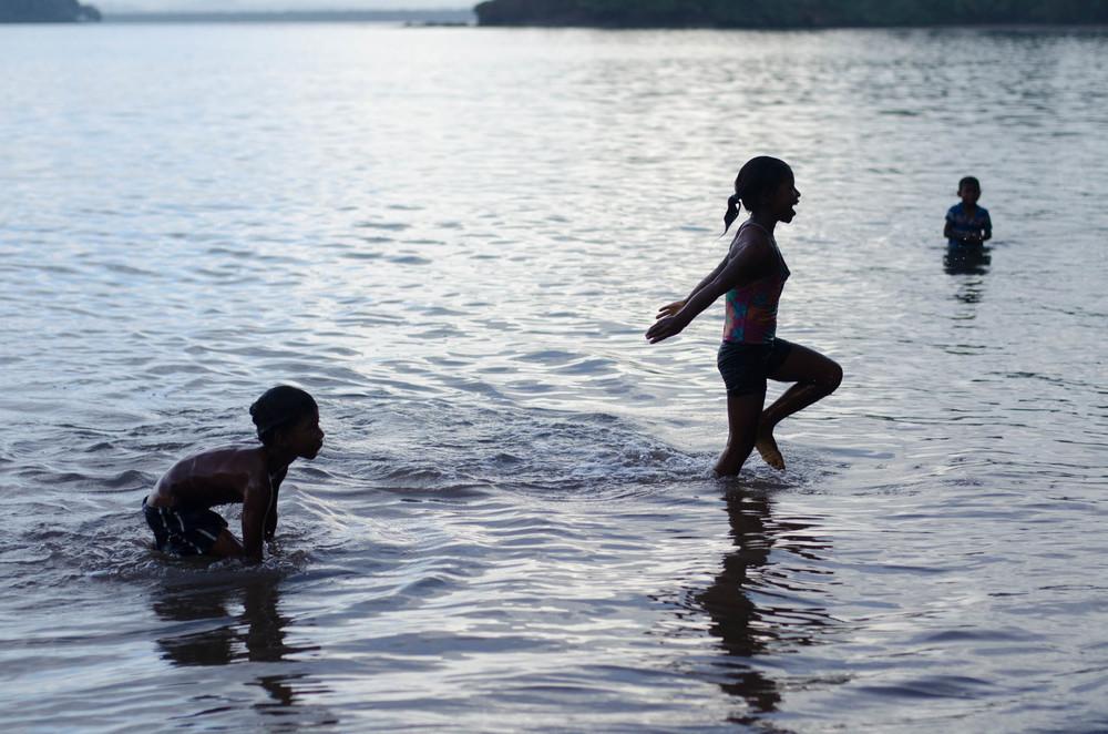 Kids Playing, Bangkukuk, Nicaragua - photo, Tom Miller