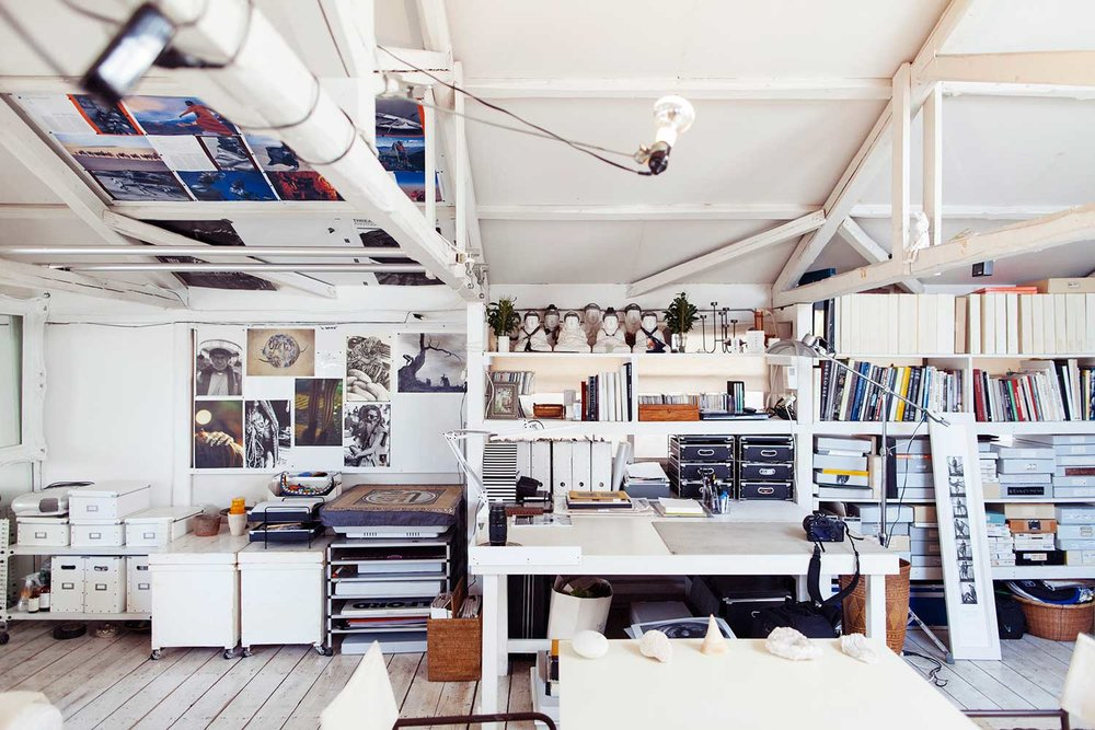 Images via The Selby. Yuriko Takagi's Studio in Tokyo // Photographer Yuriko Takagi's light and serene Tokyo studio is filled with the photographer's memories and experiences. Yuriko Takagi is one of those well-travelled people, and the studio is one of her favourite places in-between her distant destinations. Source:  https://www.yellowtrace.com.au/artist-studios-and-ateliers/