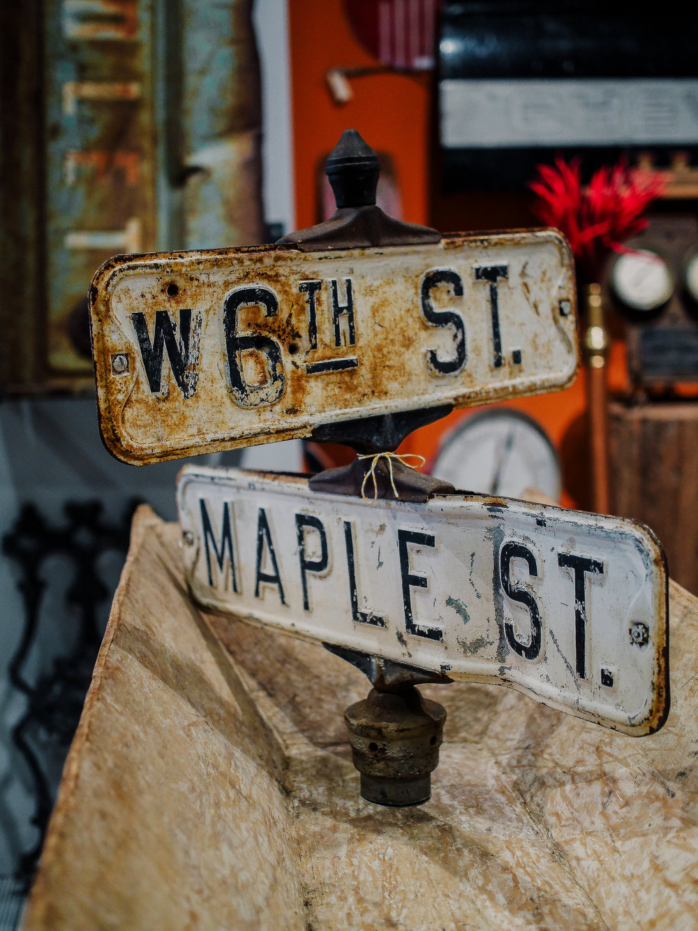 Maple and 6th Street Sign-2.jpg