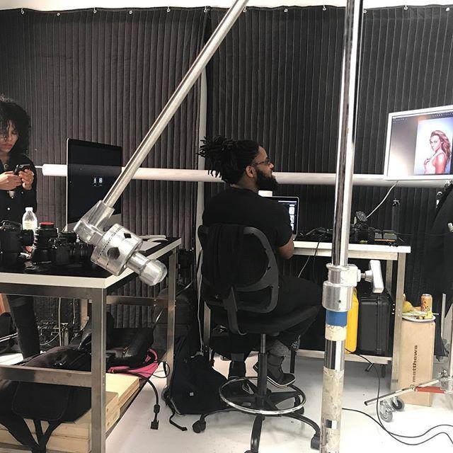 Tech life from Early in 2017! #setlife with @shamayim I had A lot of responsibility this shoot... made it do what it do.  #mizaniusa #shamayim #commercialphotography #newyorkdigitaltech #digitaltech #newyork #nydigitaltech #captureonemonk #bestof2017 #captureonepro10 #dualmonitor #blondcreative @ebonyanderberg