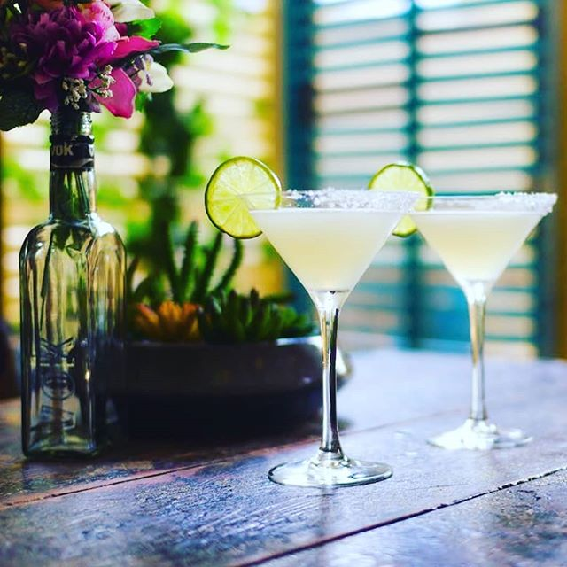 The weekend is here!! What better way to spend it then with friends and family while sipping on a margarita 😍 #margarita #charity #friends #family