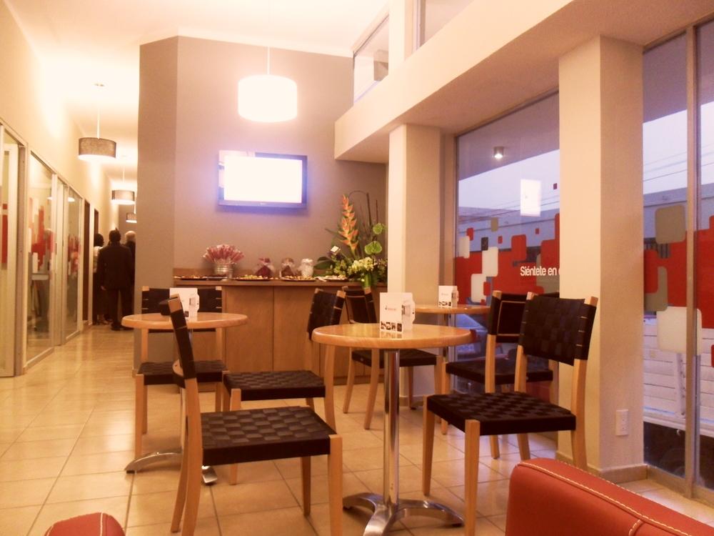 Desayuno Continental incluído o servicio a cuartos de Sanborns.