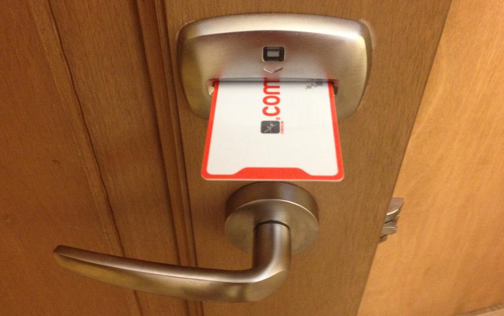 Chapas con tarjeta electrónica en todo el hotel.