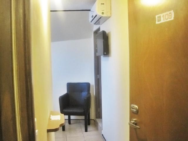 Algunas habitaciones cuentan con sillón de lectura o taburete.