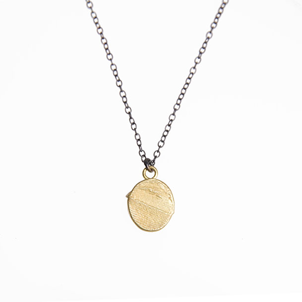 18ct gold pendant/ black silver chain: the sands of time collection