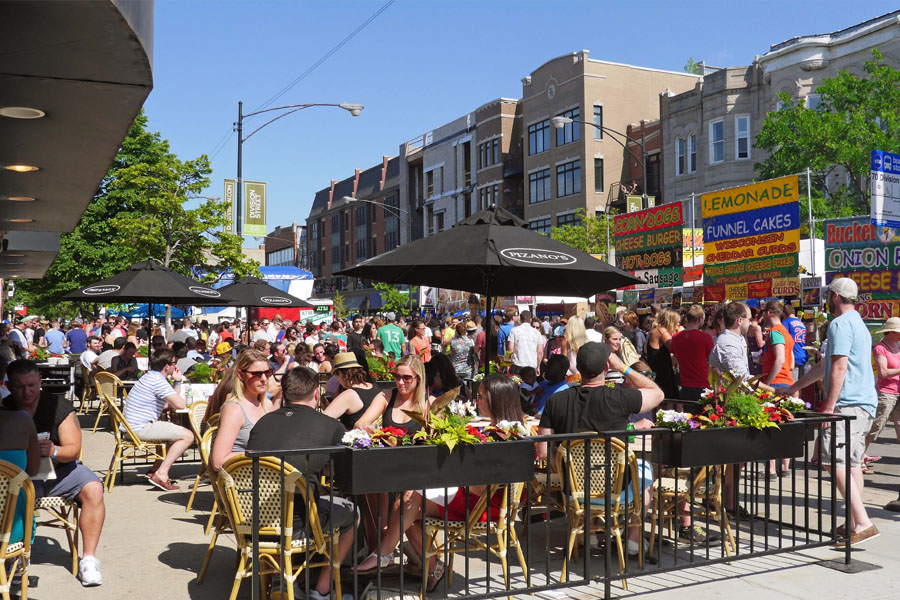 Outdoor restaurant dining in Wicker Park