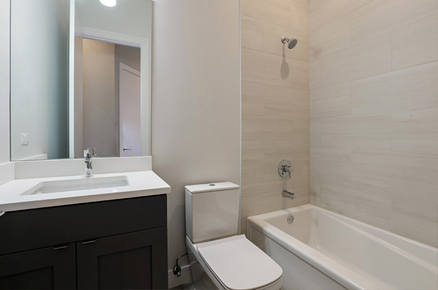 13_877NHermitage_3_8_Bathroom_LowRes-2.jpg