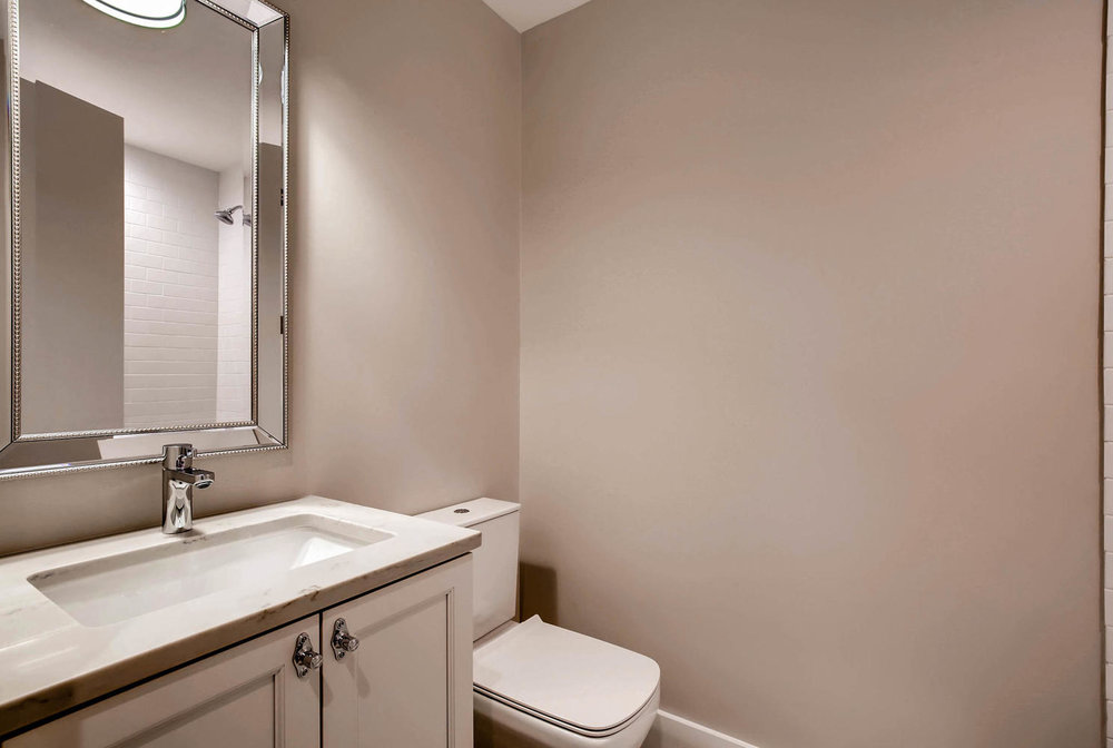877 N HERMITAGE AVE UNIT 1-large-011-5-Bathroom-1488x1000-72dpi.jpg