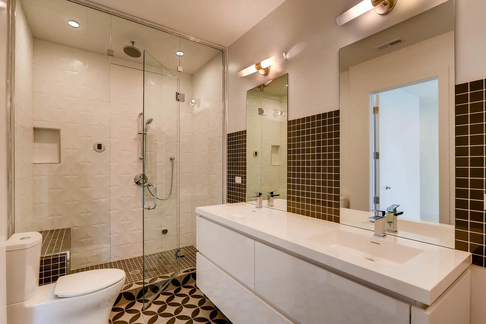 1634 W Augusta Blvd Chicago IL-large-022-26-Lower Level Master Bathroom-1500x1000-72dpi.jpg