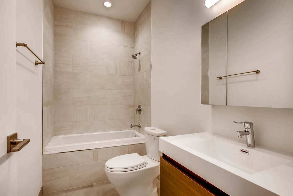 3508 N Reta Ave Chicago IL-large-032-22-Bathroom-1500x1000-72dpi.jpg