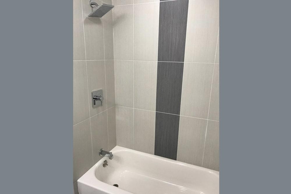 1615 W WOLFRAM ST BATHROOM