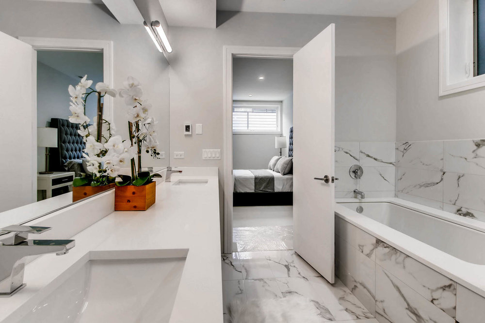 Master Bathroom at 877 N Marshfield Ave Unit 1, Chicago, IL