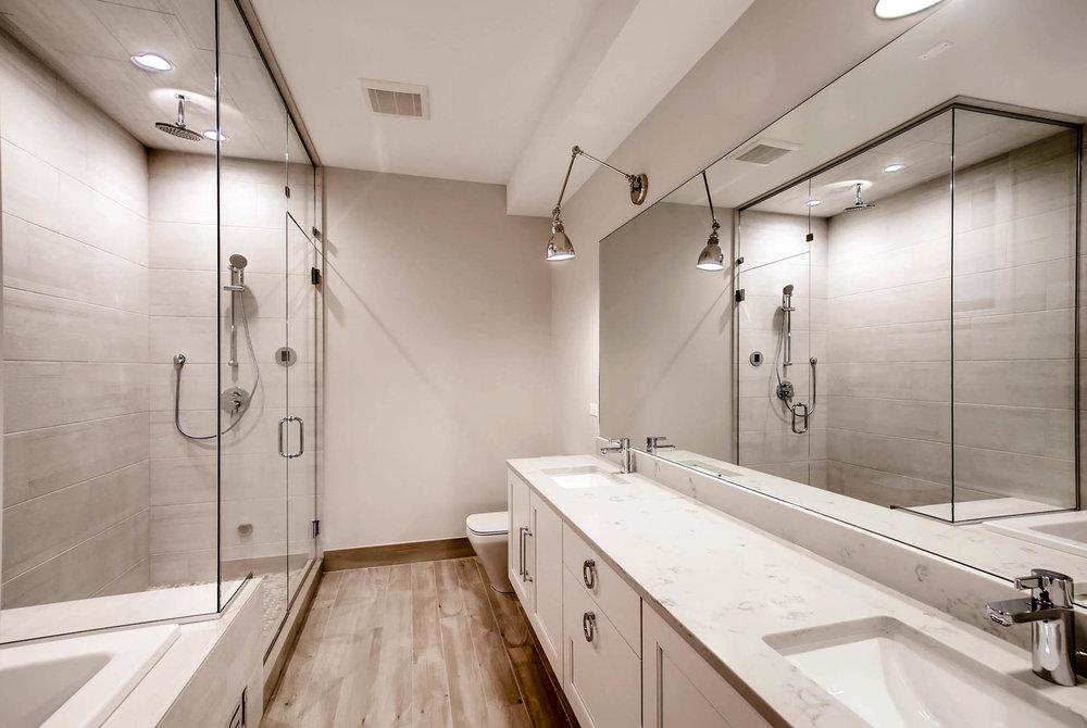 Master Bathroom 3032 W Lyndale St Chicago