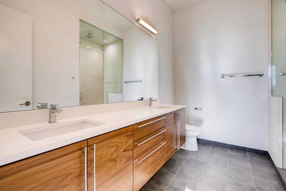 Master Bath 3032 W Lyndale Street, Chicago