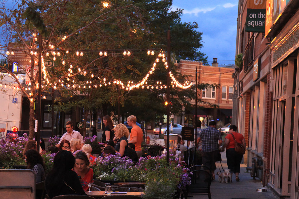 Outdoor dining in logan square Chicago
