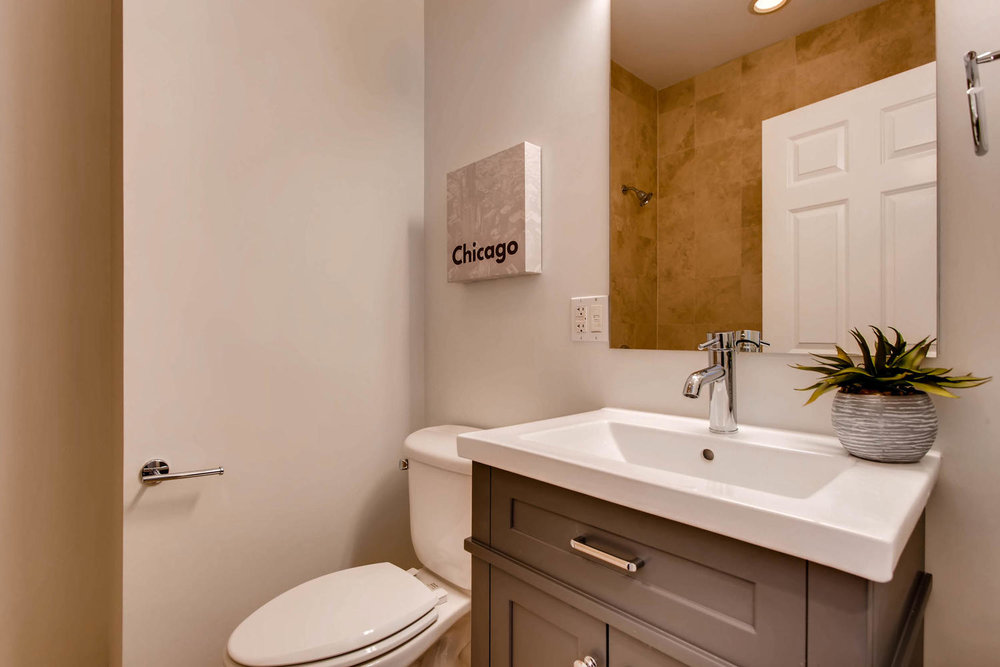 1234 west argyle st apt 3M-large-025-23-Bathroom-1500x1000-72dpi.jpg