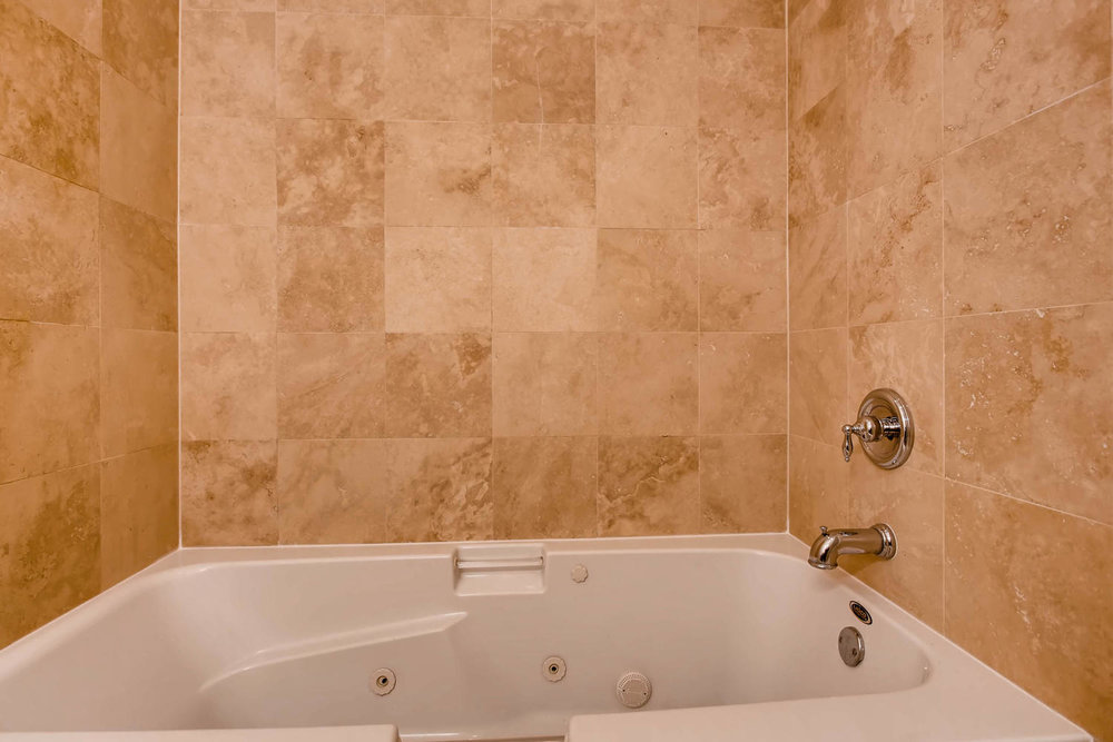 1234 west argyle st apt 3M-large-024-21-Bathroom-1500x1000-72dpi.jpg