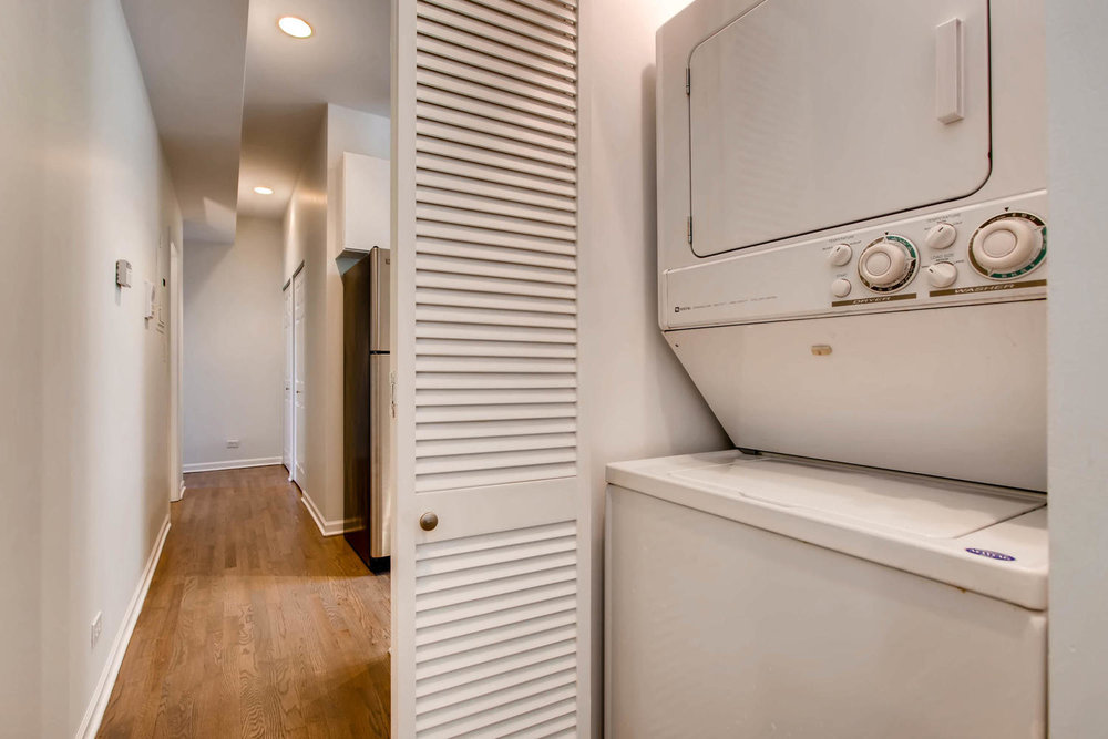 1234 west argyle st apt 3M-large-026-19-Laundry Room-1500x1000-72dpi.jpg