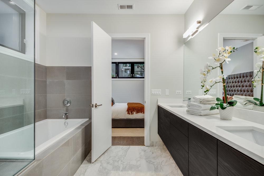 Master bathroom at 1012 N Paulina St Unit 1, Chicago, IL