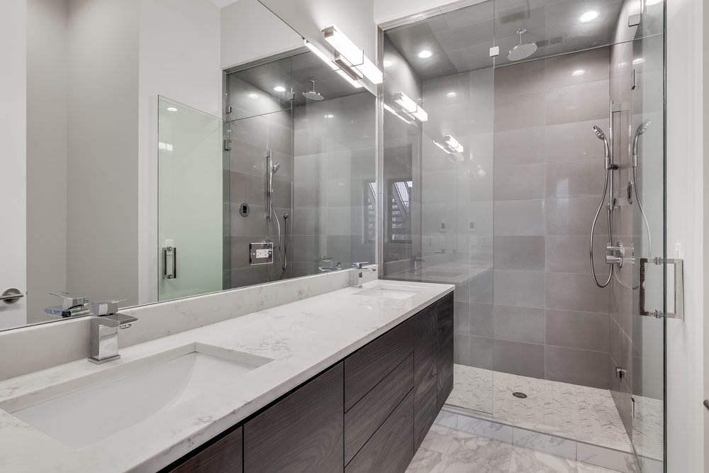 Master bath at 1012 N Paulina St Unit 3, Chicago, IL